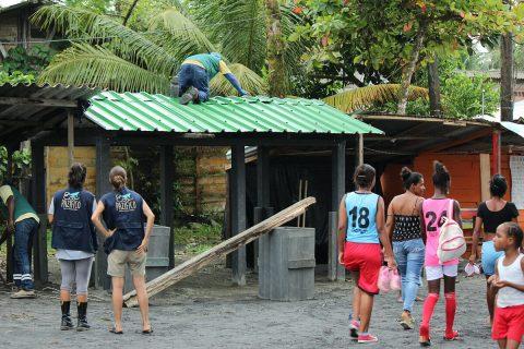 Limpieza de playas y punto ecológico en el Pacifico colombiano